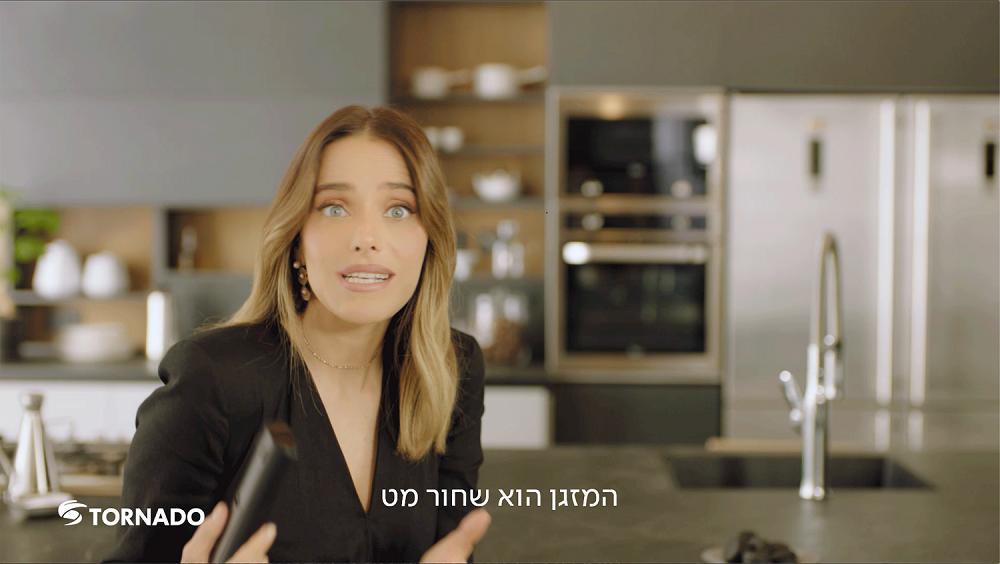 """רותם סלע בפרסומת לטורנדו- צילום יח""""צ"""